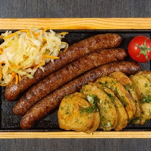 Колбаски с гарниром на 1 персону